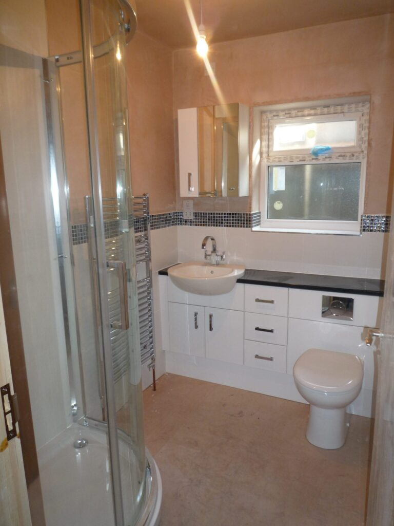 En suite bathroom recently completed in bolton for Images of en suite bathrooms